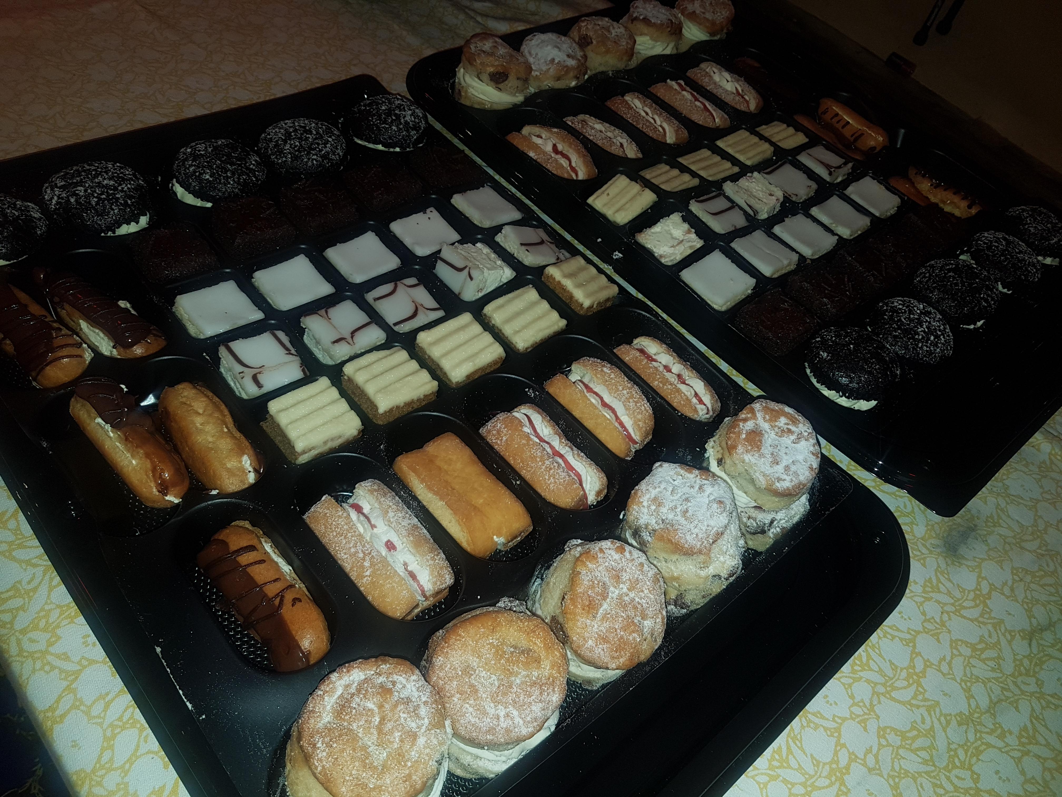 LUXURY DESSERT CAKE PLATTER